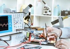 Servizio di riparazione di elettronica Fotografie Stock