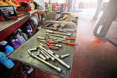 Servizio di riparazione professionale dell'automobile Fotografie Stock Libere da Diritti