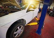 Servizio di riparazione professionale dell'automobile Immagini Stock Libere da Diritti