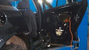 Servizio diagnostico dell'automobile - meccanici che lavorano - automobile per riparare immagini stock libere da diritti
