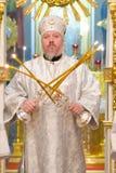 Servizio episcopale nella chiesa ortodossa nella città di Homiel' Vescovo Stephen Fotografie Stock Libere da Diritti