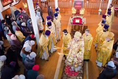 Servizio episcopale nella chiesa ortodossa nella città di Homiel' Vescovo Stephen Immagine Stock