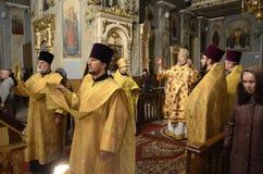 Servizio nella chiesa ortodossa Immagine Stock