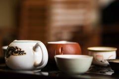Servizio per cerimonia di tè del cinese tradizionale Insieme di attrezzatura per tè bevente Fotografie Stock