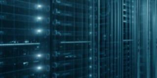 Serwery zamykaj? up datacenter nowo?ytny 2010 smau ob?oczny target335_0_ Microsoft Datacenter z rozblaskowymi światłami obrazy stock