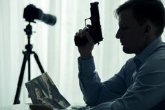 Seryjny zabójca z pistoletem Zdjęcia Stock