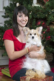 Süßes Mädchen mit Haustier Stockfoto