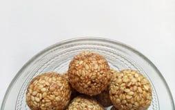 Sesam Zoete Ballen een Indisch Traditioneel Voedselpunt Royalty-vrije Stock Fotografie