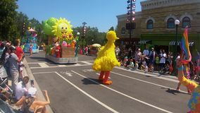 Sesame Street-Partei-Parade bei Seaworld im internationalen Antriebsbereich stock video footage