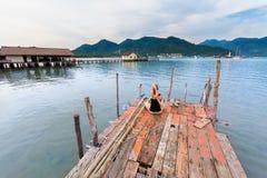 Sesión de la yoga del verano en Tailandia fotografía de archivo libre de regalías