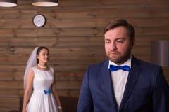 Sesión fotográfica hermosa de novia y del novio Imagenes de archivo