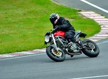 Sessão da equitação da motocicleta no centro da raça de WallraV Fotografia de Stock