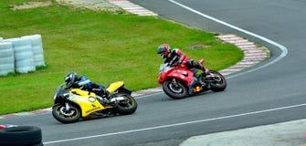 Sessão da equitação da motocicleta no centro da raça de WallraV Fotografia de Stock Royalty Free