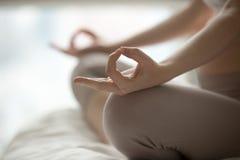 Sessão da ioga em casa fotos de stock royalty free
