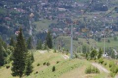Sesselbahn im Dorf von Vorokhta, das in Ukraine ist stockfoto