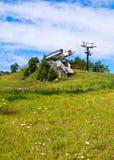 Sesselbahn im Sommer Stockbild