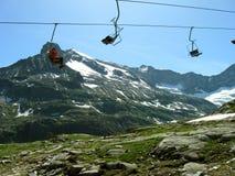 Sessellift in den Alpen Stockbild