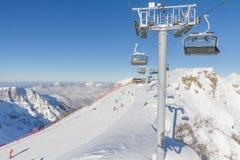 Sessellift in einem Skiort. Sochi, Russland Stockfotografie