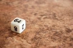 Sessenta e quatro dados tomados o partido na telha Foto de Stock