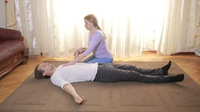 A session of bodily-oriented psychotherapy. Woman psychologist stock video