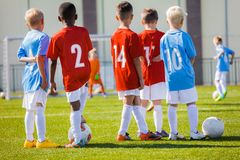 Session de Junior Football Training d'enfants Formation du football pour des enfants Images libres de droits