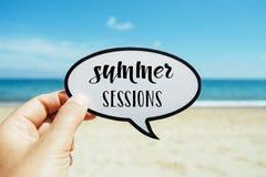 Sessioni di estate del testo, sulla spiaggia Immagine Stock