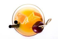 Sesso sul cocktail della spiaggia in vetro su fondo bianco fotografie stock libere da diritti