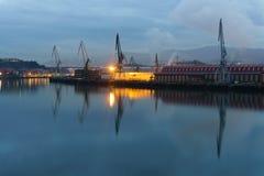 Sestao γερανοί από Erandio τη νύχτα Στοκ Εικόνες