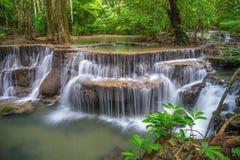Sesto pavimento di Huay Mae Kamin Waterfall Immagine Stock