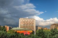 Sesto San Giovanni - Rathaus unter den Wolken Lizenzfreies Stockfoto