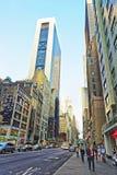 Sesto viale e cinquantasettesima via ad ovest del Midtown Manhattan Immagine Stock Libera da Diritti