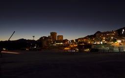 Sestrières par nuit à l'heure bleue Photographie stock