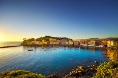 Sestri Levante, ciszy podpalany denny schronienie i plaża widok na zmierzchu, Fotografia Royalty Free