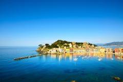 Sestri Levante, het overzees van de stiltebaai en strandmening. Ligurië, Italië Stock Foto
