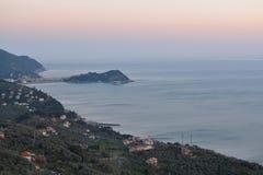 Sestri Levante nach Sonnenuntergangantennenfoto Camogli, Italien Stockfoto