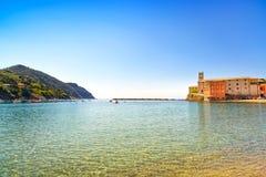 Sestri Levante, Ruhebuchtmeer und Strandansicht Camogli, Italien Stockbilder