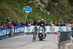 Sestriere, Ιταλία στις 30 Μαΐου 2015  Ο Fabio Aru αντιμετωπίζει την τελευταία ανάβαση πριν πρίν κερδίζει Στοκ εικόνα με δικαίωμα ελεύθερης χρήσης