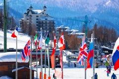 Sestriere-bello villaggio alpino nell'alta stagione Fotografie Stock Libere da Diritti