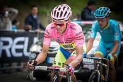 Sestriere, Italië 30 Mei 2015; Alberto Contador in Roze Jersey pakt de laatste klim voordien vóór aankomst aan Royalty-vrije Stock Foto