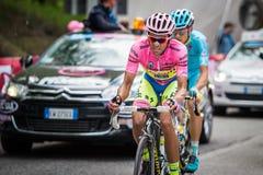 Sestriere, Italia 30 de mayo de 2015; Alberto Contador en jersey rosado aborda la subida pasada antes antes de llegada Foto de archivo