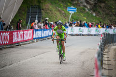 Sestriere, Italia 30 de mayo de 2015; El ciclista profesional aborda la subida pasada antes de llegada Fotografía de archivo