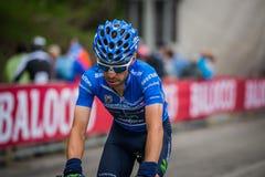 Sestriere, Italia 30 de mayo de 2015; El ciclista profesional aborda la subida pasada antes de llegada Fotografía de archivo libre de regalías