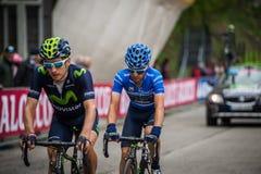 Sestriere, Italia 30 maggio 2015; Il gruppo di ciclisti professionisti affronta l'ultima salita prima del arriva Fotografie Stock