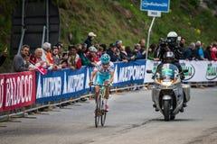 Sestriere, Włochy 30 2015 Maj; Fabio Aru brać się do ostatnią wspinaczkę przedtem przed wygrywać Obrazy Stock