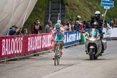 Sestriere, Włochy 30 2015 Maj; Fabio Aru brać się do ostatnią wspinaczkę przedtem przed wygrywać Obrazy Royalty Free