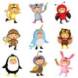 Set śliczni dzieciaki jest ubranym zwierzęcych kostiumy Jaguar, koala, ladybir ilustracja wektor