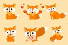 Set śliczni lisy Wektorowa kreskówka lisa fotografia Siedzący z sercami, cukierki, nieśmiały, z liściem, spojrzenie lis projekt w Obrazy Royalty Free