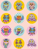 Set śmieszny sowy nakreślenie, doodle Bezszwowy wzór na różowym tle Zdjęcie Royalty Free
