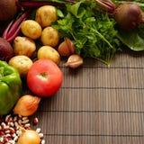 Set świeży produkt spożywczy na brown drewnianym tle Set warzywa i mięso dla kulinarnych czerwonych barszczy Obraz Royalty Free