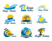 Set agencja podróży logowie Symbol wakacje, podróż i odtwarzanie w ciepłych krajach, Logo z drzewkami palmowymi, wyspa Fotografia Stock
